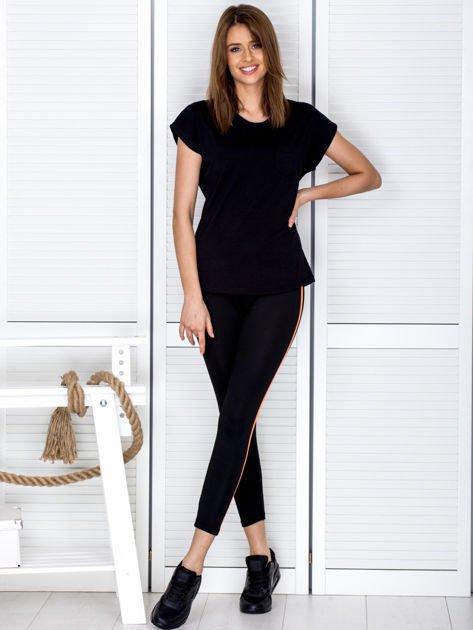 Czarne legginsy z kontrastowym lampasem                              zdj.                              4