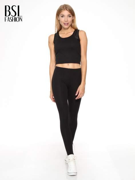 Czarne legginsy z nadrukiem serduszek z tyłu nogawek                                  zdj.                                  2