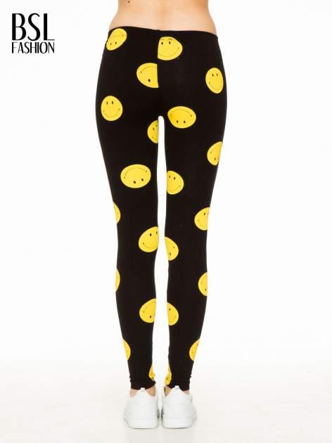 Czarne legginsy z nadrukiem uśmiechniętych buziek                                  zdj.                                  4