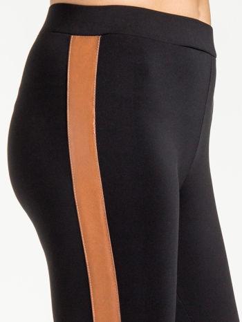 Czarne legginsy ze skórzanym lampasem                                  zdj.                                  6