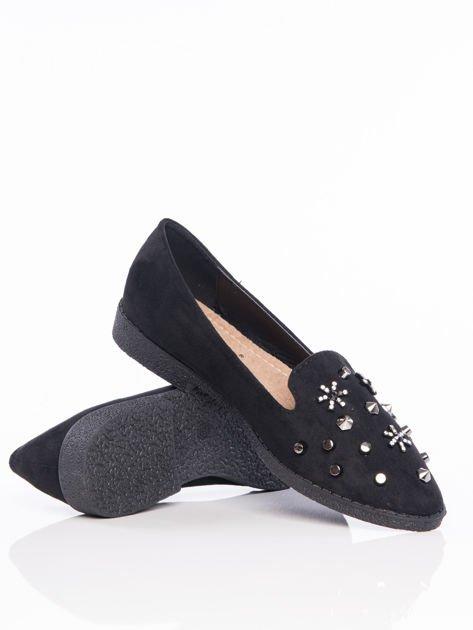 Czarne lordsy na klocku z głębszą cholewką i ozdobnymi kamieniami na przodzie buta                                  zdj.                                  4