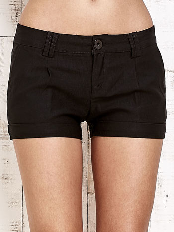 Czarne materiałowe szorty z podwijaną nogawką                                  zdj.                                  2