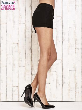 Czarne materiałowe szorty z podwijaną nogawką                                  zdj.                                  6