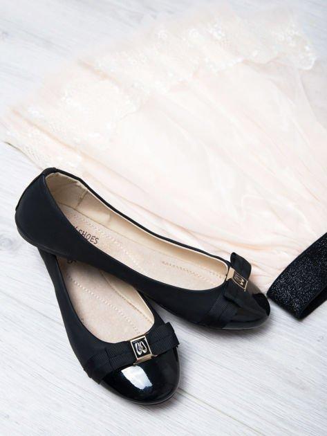 Czarne matowe baleriny Double Cream z kokardką i lakierowanym przodem                                  zdj.                                  1