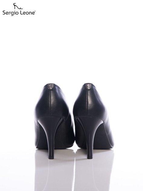 Czarne matowe szpilki Sergio Leone z przypinką na tyle cholewki                                  zdj.                                  3