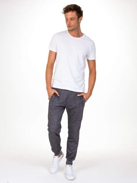 Czarne melanżowe spodnie męskie z kieszeniami na suwak                                  zdj.                                  3