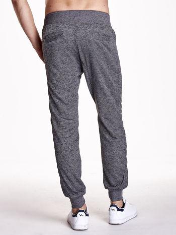 Czarne melanżowe spodnie męskie z trokami i kieszeniami                                  zdj.                                  4