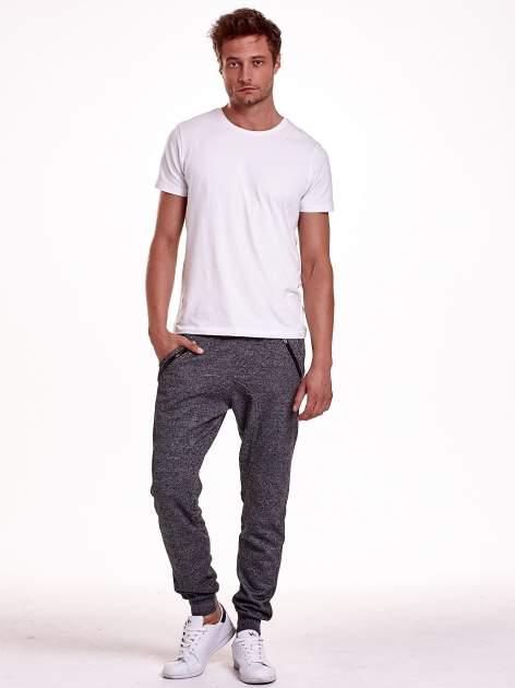 Czarne melanżowe spodnie męskie z zasuwanymi kieszeniami                                  zdj.                                  3