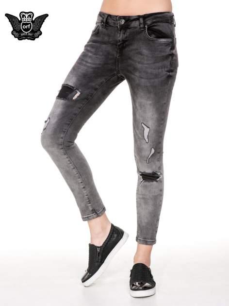 Czarne rozjaśniane spodnie jeansowe 7/8 z przetarciami i łatami                                  zdj.                                  1