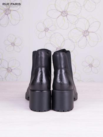 Czarne skórzane botki Blanca z gumkowaną wstawką z przodu cholewki na szerokim klocku                                  zdj.                                  4