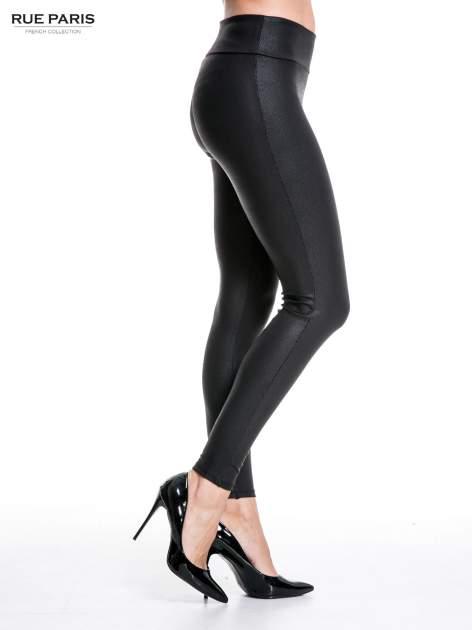 Czarne skórzane legginsy z efektem tłoczenia                                  zdj.                                  3