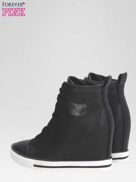 Czarne sneakersy damskie z siateczką                                  zdj.                                  5