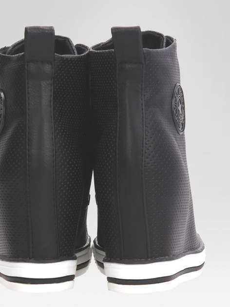 Czarne sneakersy damskie z siateczką                                  zdj.                                  8