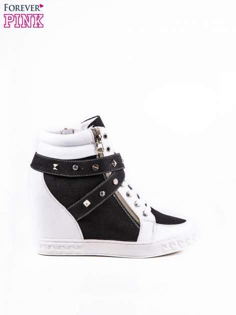 Czarne sneakersy ze złotymi okuciami                                  zdj.                                  1