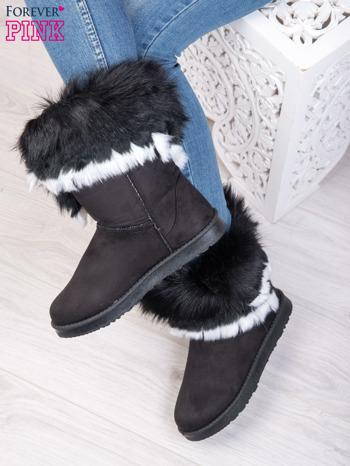 Czarne śniegowce na płaskiej podeszwie z kolorowym futrzanym kołnierzem                                  zdj.                                  3