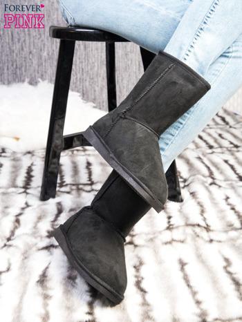 Czarne śniegowce na płaskiej podeszwie z ociepleniem i napisem z tyłu                                  zdj.                                  3