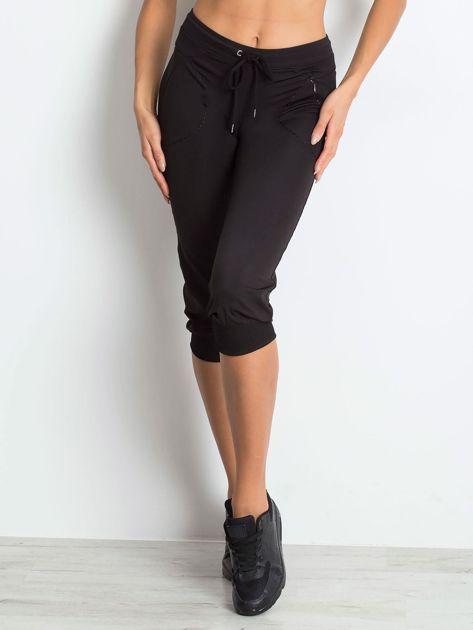 Czarne spodnie capri z kieszonką                                   zdj.                                  1