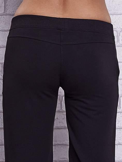 Czarne spodnie capri z wszytymi kieszeniami                                   zdj.                                  6