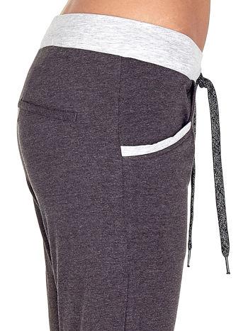 Czarne spodnie dresowe capri z kontrastowym pasem                                  zdj.                                  5