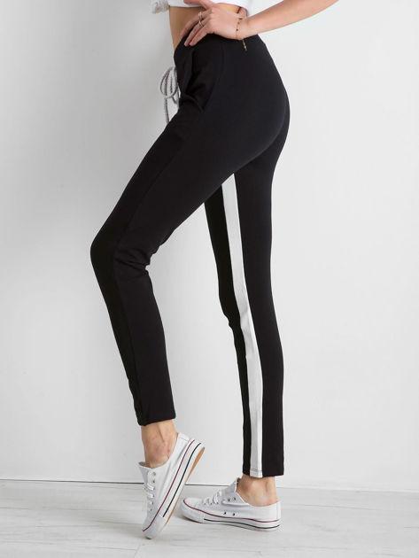 Czarne spodnie dresowe damskie Defined                              zdj.                              3