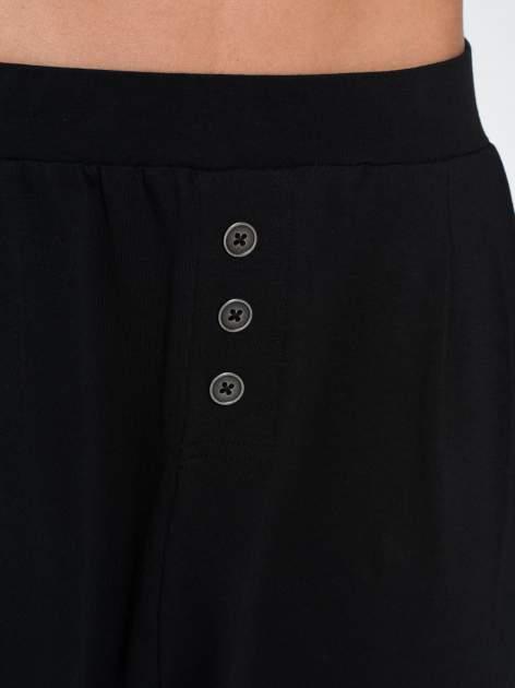 Czarne spodnie dresowe typu baggy z guziczkami                                  zdj.                                  7