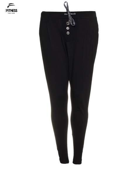 Czarne spodnie dresowe typu baggy z guzikami                                  zdj.                                  5