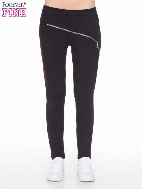 Czarne spodnie dresowe typu baggy z suwakiem