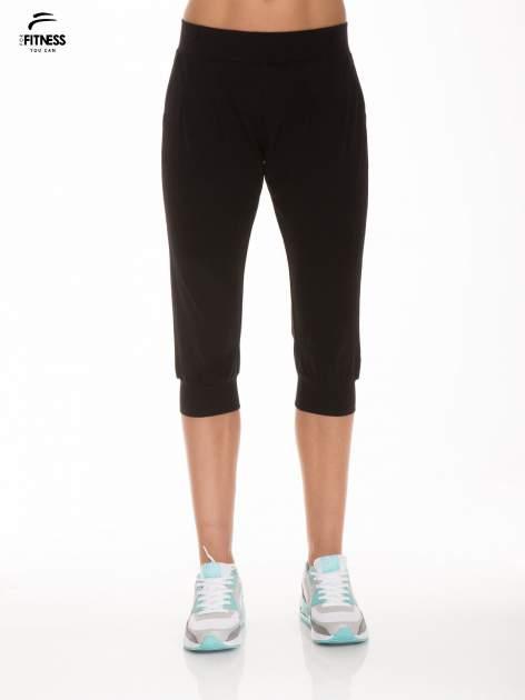 Czarne spodnie dresowe typu capri długości 3/4                                  zdj.                                  1