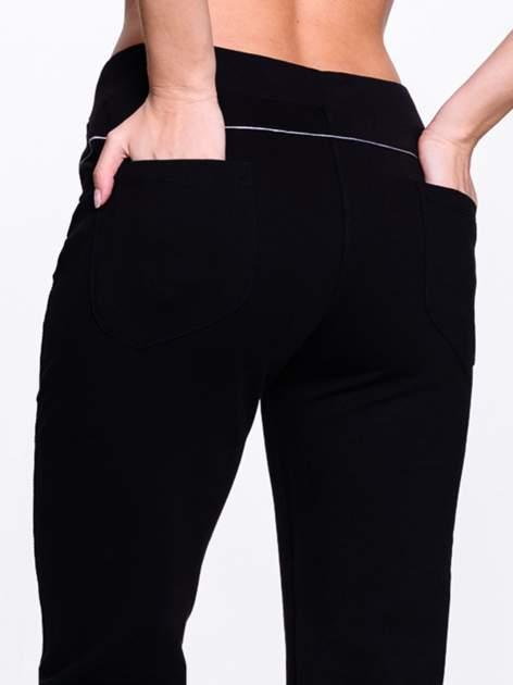 Czarne spodnie dresowe z aplikacją z dżetów PLUS SIZE                                  zdj.                                  7