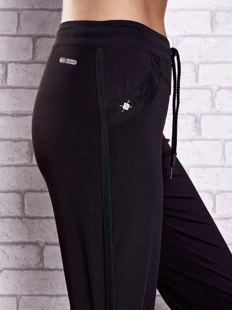 Czarne spodnie dresowe z aplikacjami z dżetów PLUS SIZE                                  zdj.                                  5