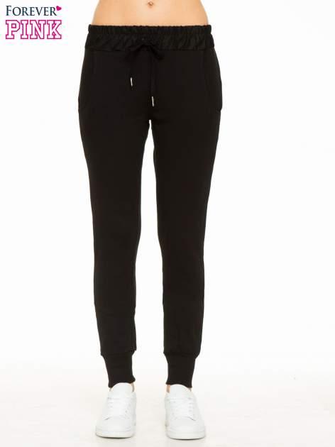 Czarne spodnie dresowe z elastycznym pasem