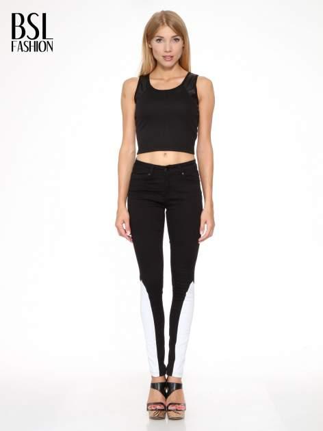Czarne spodnie jeansowe two tone z białymi modułami na dole                                  zdj.                                  2