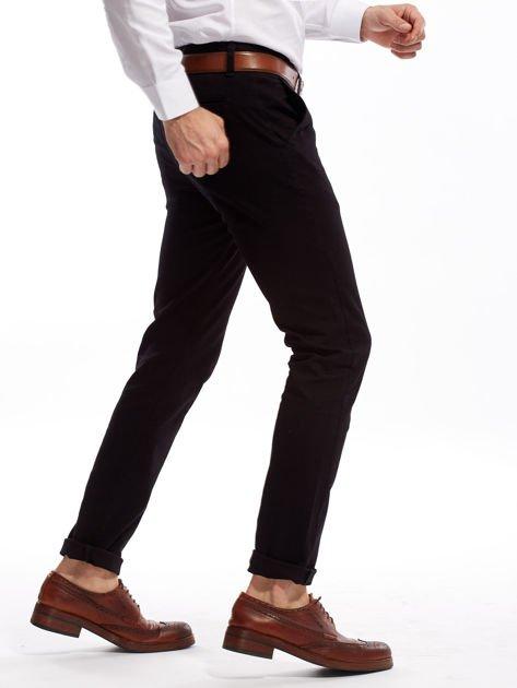 Czarne spodnie męskie chinosy o prostym kroju                              zdj.                              10