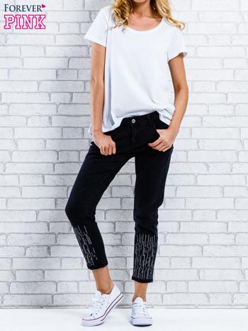 Czarne spodnie regular jeans z dżetami                                  zdj.                                  7