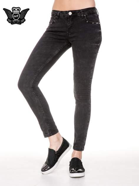 Czarne spodnie skinny jeans z dżetami przy kieszeniach                                  zdj.                                  1