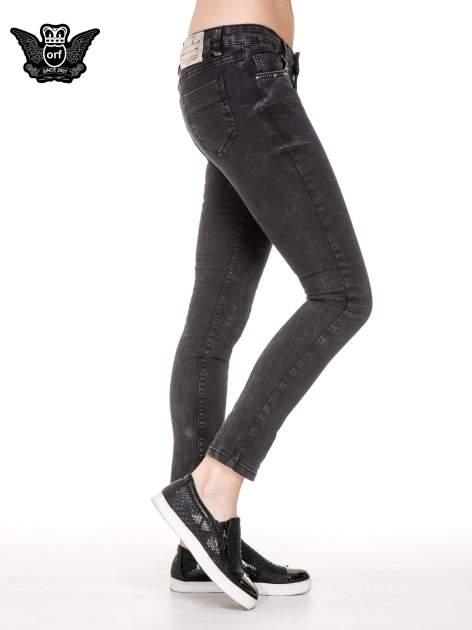 Czarne spodnie skinny jeans z dżetami przy kieszeniach                                  zdj.                                  3