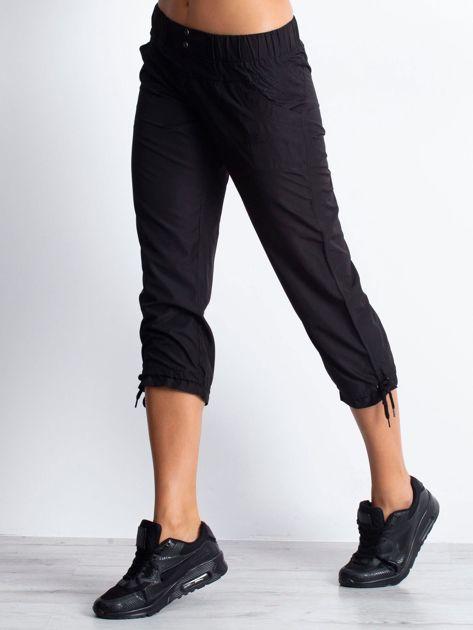 Czarne spodnie sportowe capri z guzikami                                  zdj.                                  2