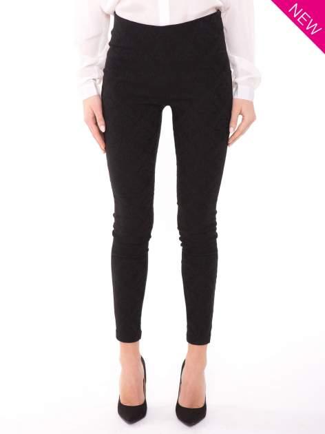 Czarne spodnie w orientalny wzór z żakardu