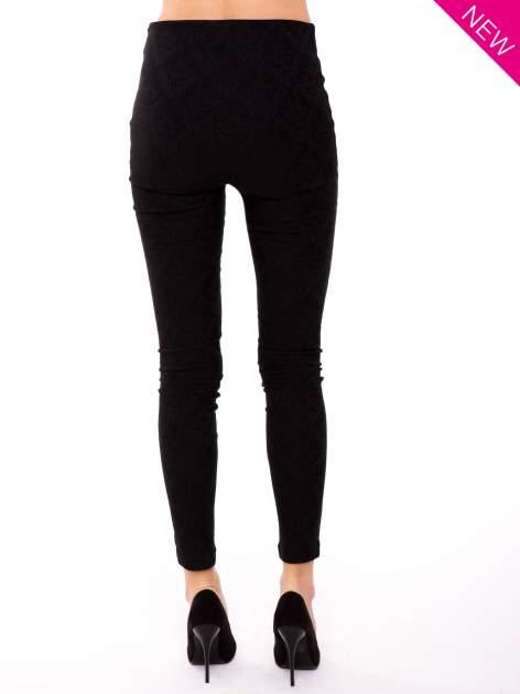 Czarne spodnie w orientalny wzór z żakardu                                  zdj.                                  2