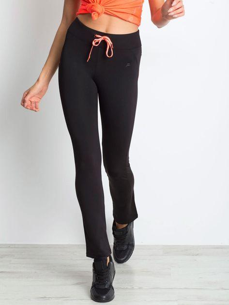 Czarne termoaktywne spodnie do biegania o prostej nogawce z fluoróżową wstawką ♦ Performance RUN                                  zdj.                                  8