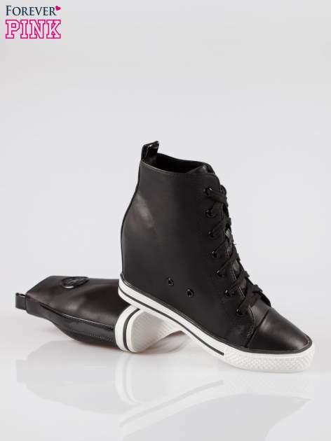 Czarne trampki na koturnie w stylu sneakersów                                  zdj.                                  4