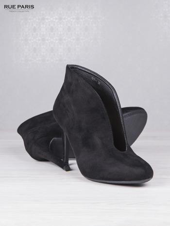 Czarne zamszowe botki faux suede Vicky na szpilce z głębokim wycięciem                                  zdj.                                  4