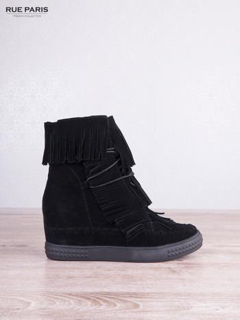 Czarne zamszowe sneakersy Aravia z frędzelkami na koturnach