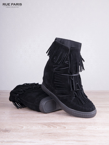 Czarne zamszowe sneakersy Aravia z frędzelkami na koturnach                                  zdj.                                  3
