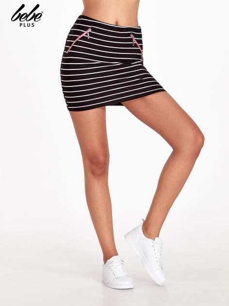 Czarno-biała spódnica w paski z suwakami
