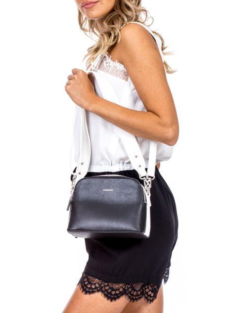 Czarno-biała torebka z szerokim paskiem                              zdj.                              1
