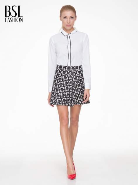 Czarno-biała trapezowa spódnica w ornamentowy wzór roslinny                                  zdj.                                  2
