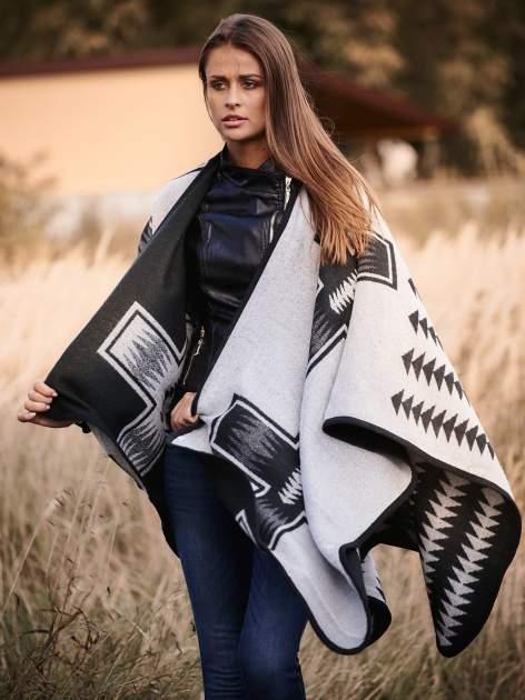 Czarno-białe dwustronne poncho w azteckie wzory                                  zdj.                                  7