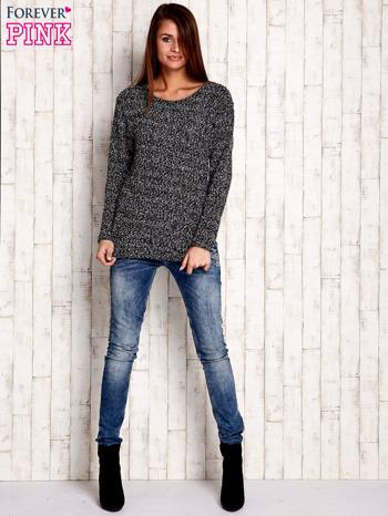 Czarno-biały sweter bouclé                              zdj.                              2