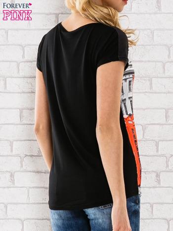 Czarno-biały t-shirt z londyńskim nadrukiem                                  zdj.                                  4